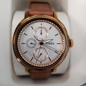 "Women's Fossil ""Chelsea"" Watch~leather band."